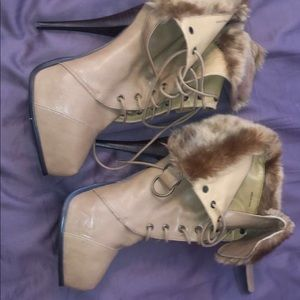 Bebe lace up leather/faux fur tan heel boots